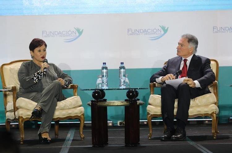 Thelma Aldana, fiscal general durante su intervención en el Tercer Encuentro Ciudadano. (Foto Prensa Libre: Érick Ávila)
