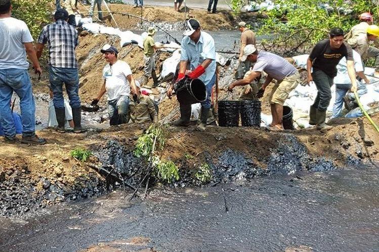 En mayo último el río La Magdalena también fue afectado un derrame de melaza. (Foto Facebook: Ministerio de Medio Ambiente y Recursos Naturales de El Salvador).