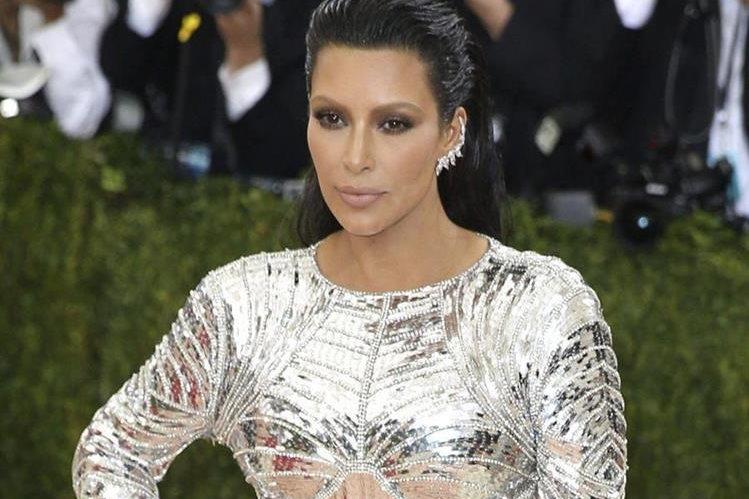 Kim Kardashian sufrió el robo de sus joyas en París, valoradas en US$10 millones. (Foto Prensa Libre: EFE)