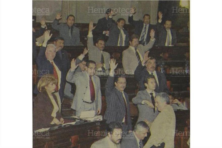 Personajes de la aprobación del Presupuesto del 2006... los mismos que se bloquearon para aprobar el del 2007. (Foto: Hemeroteca PL)