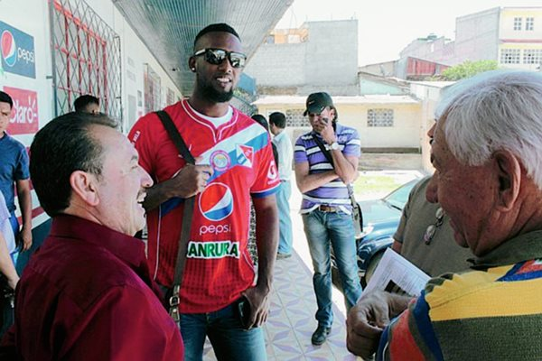 Brunet Francisco Hay Pino fue presentado hoy en el estadio Mario Camposeco. (Fotografía Prensa Libre: Carlos Ventura)