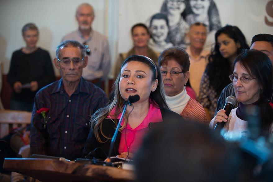 Rosa Imelda Robles Loreto agradece el apoyo brindado. (Foto Prensa Libre: TucsonSentinel.com)