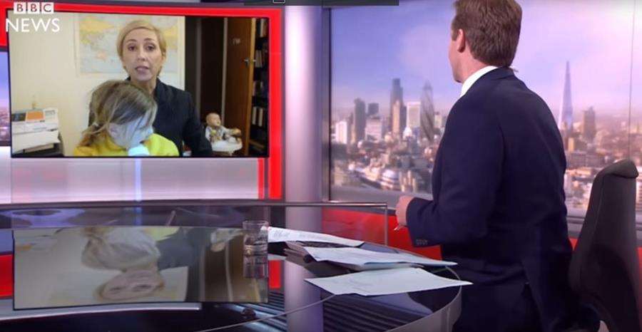 Un show de televisión neozelandés produjo una parodia sobre la entrevista efectuada por la BBC a Robert Kelly. (Foto Prensa Libre: Youtube Jono and Ben)