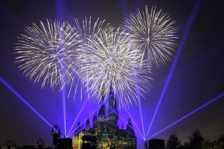 El nuevo parque de diversiones ofrece las aventuras de los principales paisajes de Disney. (Foto Prensa Libre: EFE)