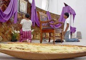 la flor de corozo aromatiza templos, altares de viviendas, andas y alfombras.