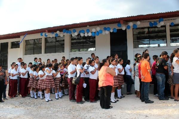 El edificio del   Instituto de la aldea Espíritu Santo fue inaugurado la semana   última.