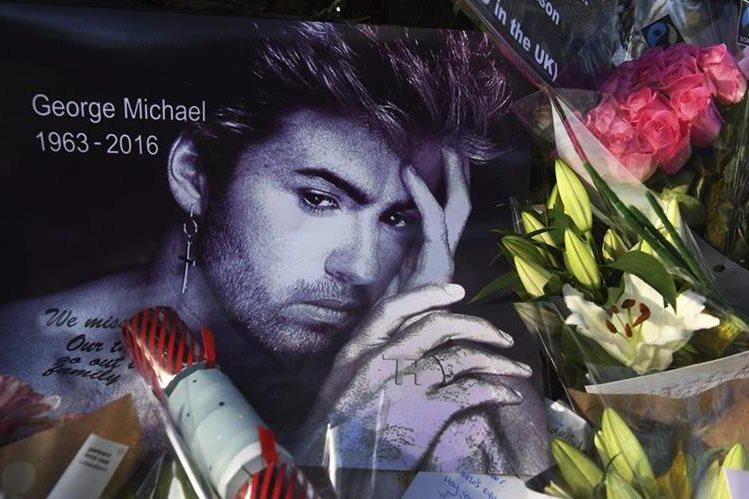 La inesperada muerte del cantante británico George Michael a los 53 años ha teñido la Navidad de luto para el mundo de la música. (Foto Prensa Libre: EFE)