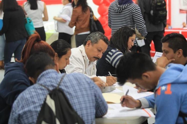 Empleadores en cuatro de las cinco regiones pronostican un incremento en sus niveles de contratación. (Foto Prensa Libre: Hemeroteca)