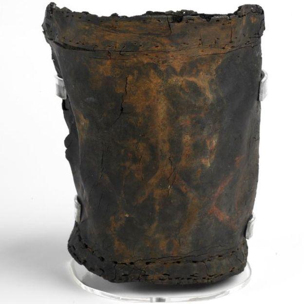 Se estima que este balde data de 1666. Las marcas de la parroquia de San Botolph