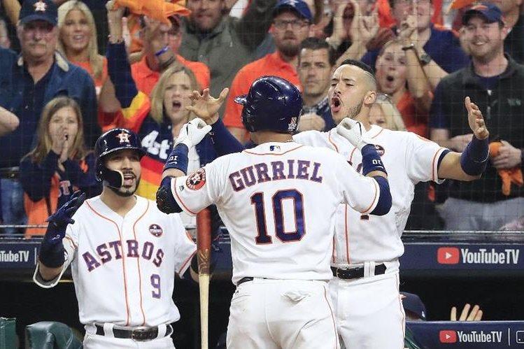 Gurriel celebrando su home run Los Houston Astros se ponen por delante en las Series Mundiales