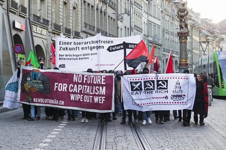 Protestan en Berna contra asistencia de Trump a Davos
