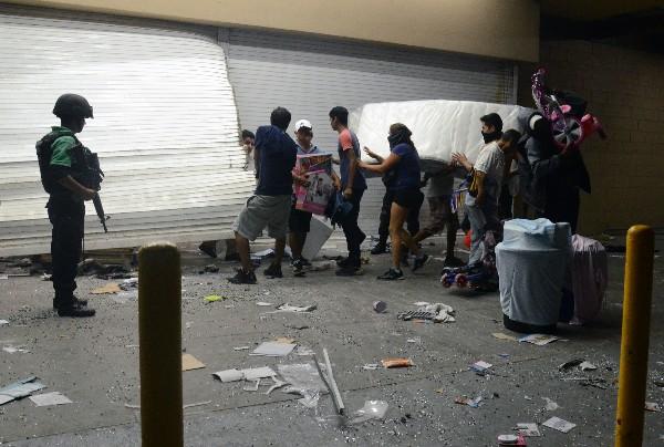 Saqueadores son detenidos en el puerto de Veracruz,México. (EFE).