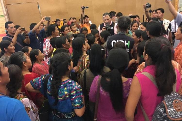 Comisionados de la CIDH conocieron demandas de comunidades en Alta Verapaz y Baja Verapaz. (Foto Prensa Libre: CIDH)