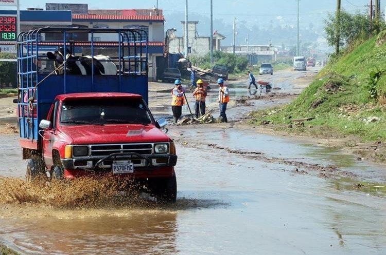 Área afectada por la lluvia en el Valle de Palajunoj, Xela. (Foto Prensa Libre: Carlos Ventura).