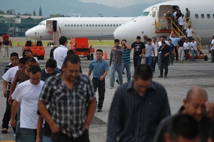 En 2014 fueron deportados por Estados Unidos un total de 51 mil 157 guatemaltecos, un 2 por ciento más que en el 2013. (Foto Prensa Libre: Hemeroteca PL)