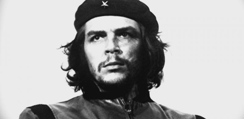 """La imagen más connotada del revolucionario argentino Ernesto """"Ché"""" Guevara,  político, militar, escritor, periodista y médico argentino-cubano,fue uno de los ideólogos y comandantes de la Revolución cubana.  Esta imagen circula hoy en día en millones de suvenires y otros artículos en todo el mundo."""