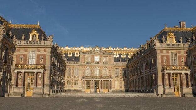 Se cuenta también que Luis XV usó un elevador en el Palacio de Versalles para visitar a su amante. GETTY IMAGES