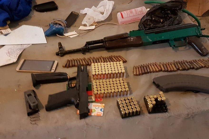 Las armas están vinculadas a un grupo pandillero dirigido por el Gruñon, capturado el pasado miércoles. (Foto Prensa Libre)