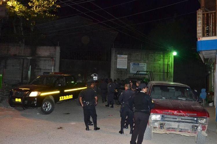 Quejas por la comida desataron los incidentes en la cárcel de Puerto Barrios. (Foto Prensa Libre: Dony Stewart)