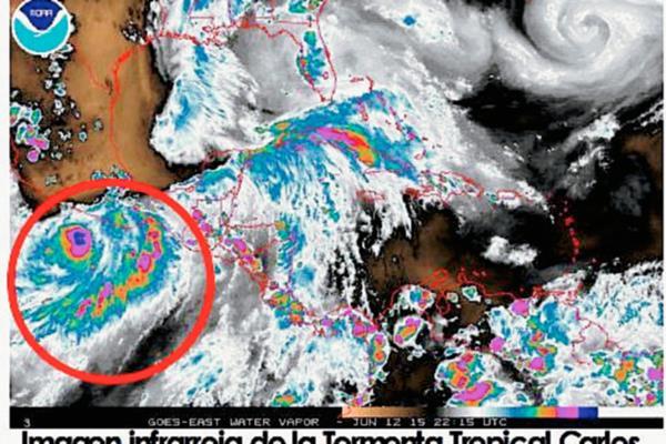 Pese a que la tormenta tropical Carlos no presenta peligro si contribuye a que exista abundante lluvia en el país. (Foto Prensa Libre: Insivumeh)