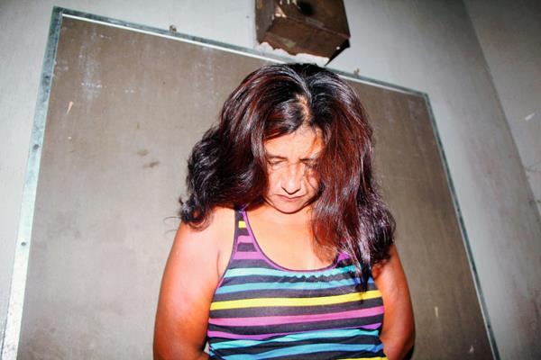 Lucrecia Matilde González fue capturada cuando cobraba extorsión, en Retalhuleu. (Foto Prensa Libre: Rolando Miranda)