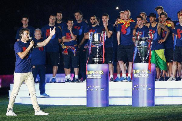 Luis Enrique tendrá hasta 2017 para retener los tres títulos con el FC Barcelona. (Foto Prensa Libre: AFP)