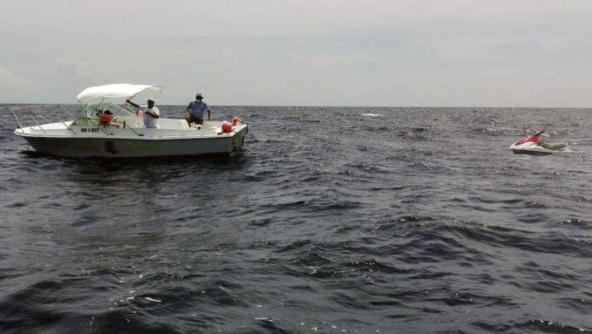 Autoridades localizaron el lunes último la motocicleta acuática en la que se trasladaban las dos personas desaparecidas. (Foto Prensa Libre: La Prensa HN)