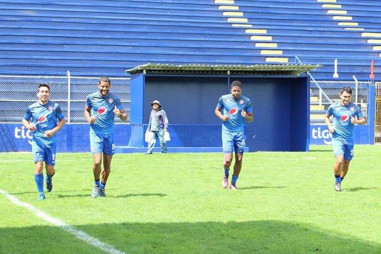 Brandon de León, Leandro Barbosa, William Zapata y José Hidalgo trabajaron aparte al grupo. (Foto Prensa Libre: Raúl Juárez)