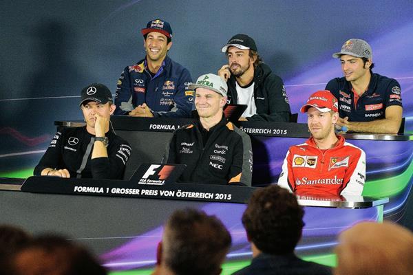 Daniel Ricciardo, Fernando Alonso, Carlos Sainz, Nico Rosberg, Nico Huelkenberg y Sebastian Vettel durante la conferencia de prensa de este jueves. (Foto Prensa Libre: AP)