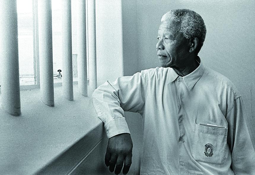 Mandela permaneció en prisión durante 27 años, su lucha lo llevó a ser presidente de su país. (Foto: Hemeroteca PL)