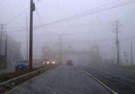 Densa niebla en sector Condado Concepción, carretera hacia El Salvador. Foto Prensa Libre: Alvaro Interiano.