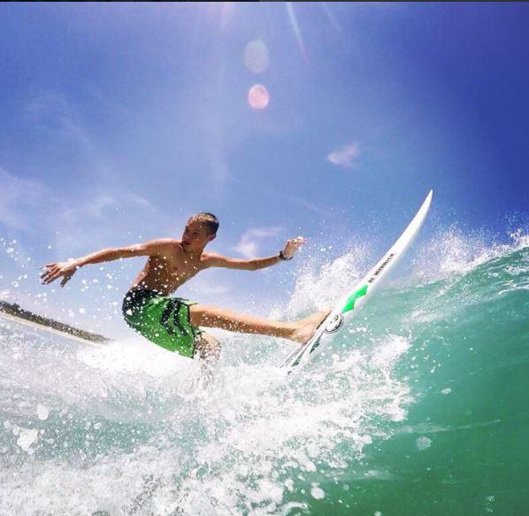 El joven Zander Venezia disfrutaba cada momento en las olas. (Foto tomada de instagram)