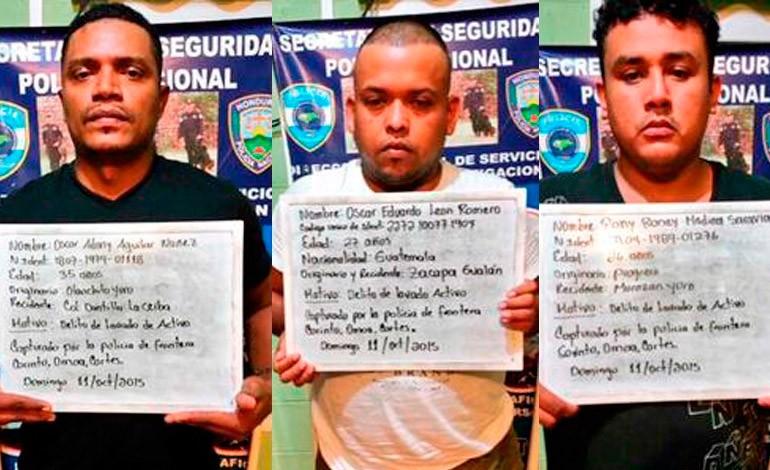 Al centro el guatemalteco Oscar León Romero, originario de Gualán, Zacapa, detenido en Honduras. (Fofo Prensa Libre: Tomada de La Tribuna)