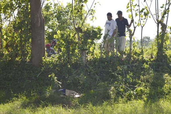 <p>Un joven de 14 años fue localizado muerto en Nueva Concepción, Escuintla. (Foto Prensa Libre: Felipe Guzmán)<br></p>