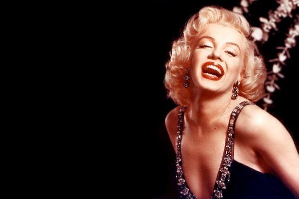 Peinados y cortes de cabello de décadas pasadas, como el de Marilyn Monroe,  predominan en las festividades de fin de año.