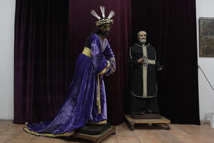 Las dos imágenes religiosas antes de ser restauradas en el Instituto Nacional de Antropología e Historia. (Foto Prensa Libre: Hemeroteca PL).