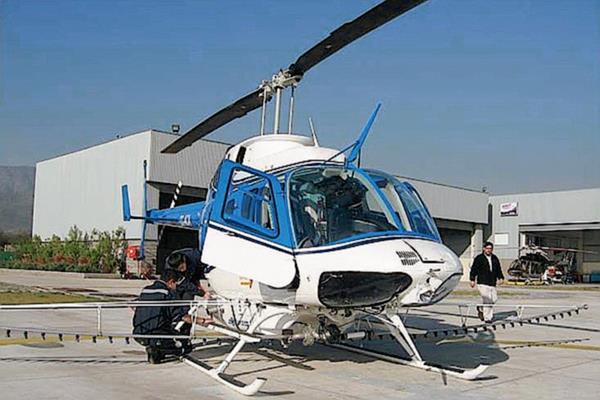La imagen de referencia muestra una aeronave Bell 206 como la accidentada. (Foto Prensa Libre: Internet).