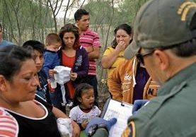 Los menores detenidos por la Patrulla Fronteriza son llevados a albergues para comenzar un proceso formal de retorno o caso en la Corte. (Foto Prensa Libre: AFP)