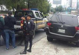 Gina Arrivillaga fue detenida cuando se trasladaba en su vehículo, en el bulevar de San Cristóbal, Mixco. (Foto Prensa Libre: PNC)