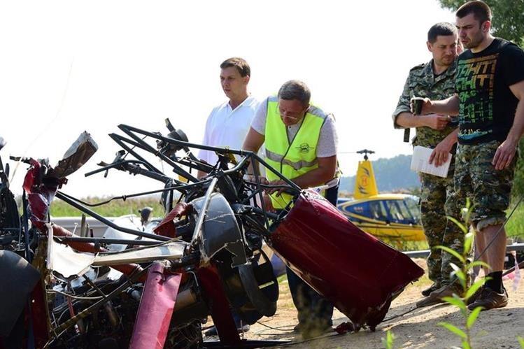 Restos de hidroavión que chocó contra un helicóptero en Rusia.