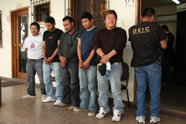 <p>Capturados en Sacatepéquez. (Foto cortesía de la  PNC)</p>