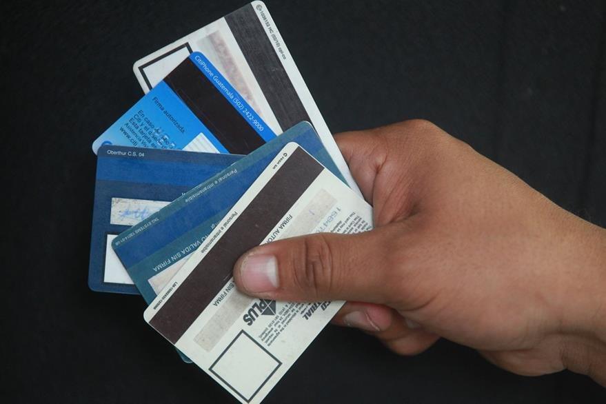 A partir del 3 de febrero desaparecieron los pagos por cuotas con tarjetas de crédito. (foto Prensa Libre).