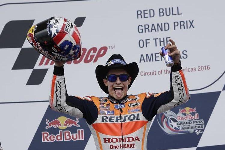 Marc Márquez no ocultó su felicidad tras ganar en el GP de Las Américas. (Foto Prensa Libre: AP)