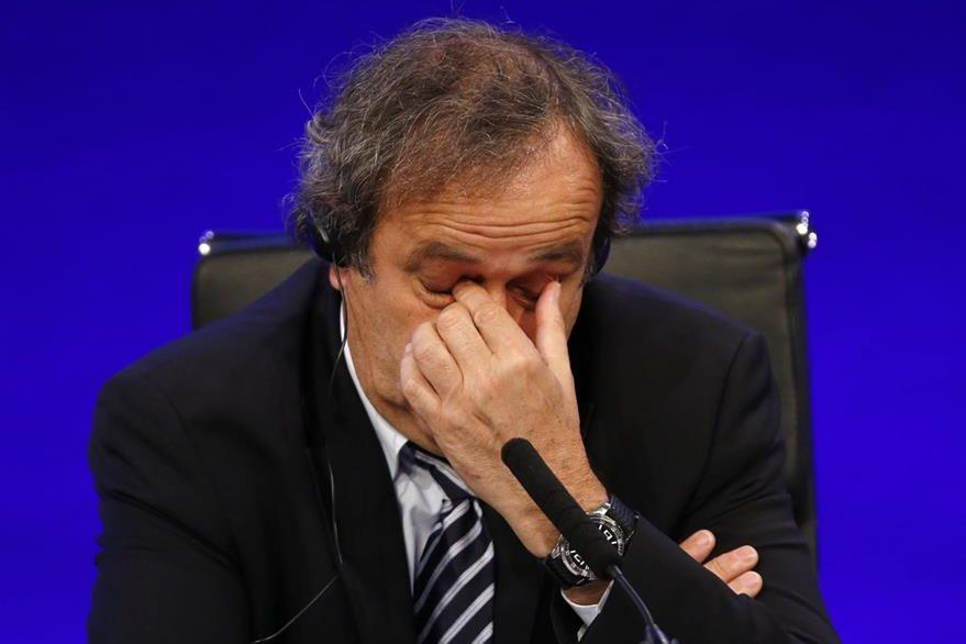 El francés Michel Platini retirará su candidatura a presidir la FIFA para dedicarse a preparar su defensa ante las acusaciones de corrupción que ha recibido. (Foto Prensa Libre: AP)