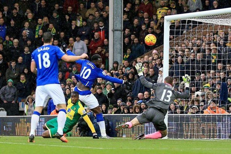 Lukaku había adelantado al Everton pero se dejó empatar minutos después. (Foto Prensa Libre: AP)