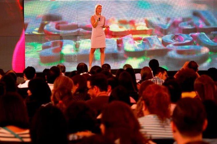 Anna Baer expuso sobre la importancia de los videos virales.