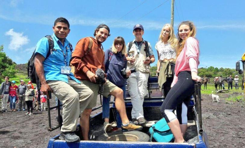 Los cinco influencers, acompañados de un guía, disfrutaron de la experiencia de escalar el Volcán de Agua. (Foto Prensa Libre: @roadtowild)