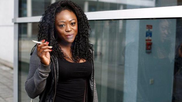 En algunos países que las mujeres fumen es considerado inmoral. GETTY IMAGES