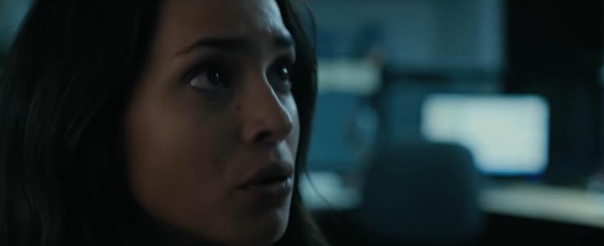 """Adria Arjona en una de las escenas de la película de terror """"The Belko Experiment"""", a estrenarse este mes (Foto Prensa Libre: YouTube)."""