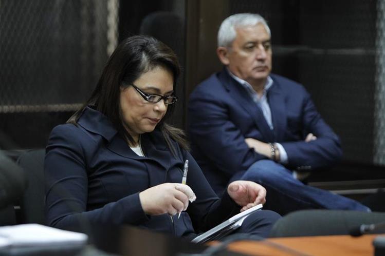 Exbinomio presidencial asiste a la audiencia de apertura a juicio. (Foto Prensa Libre: Paulo Raquec)
